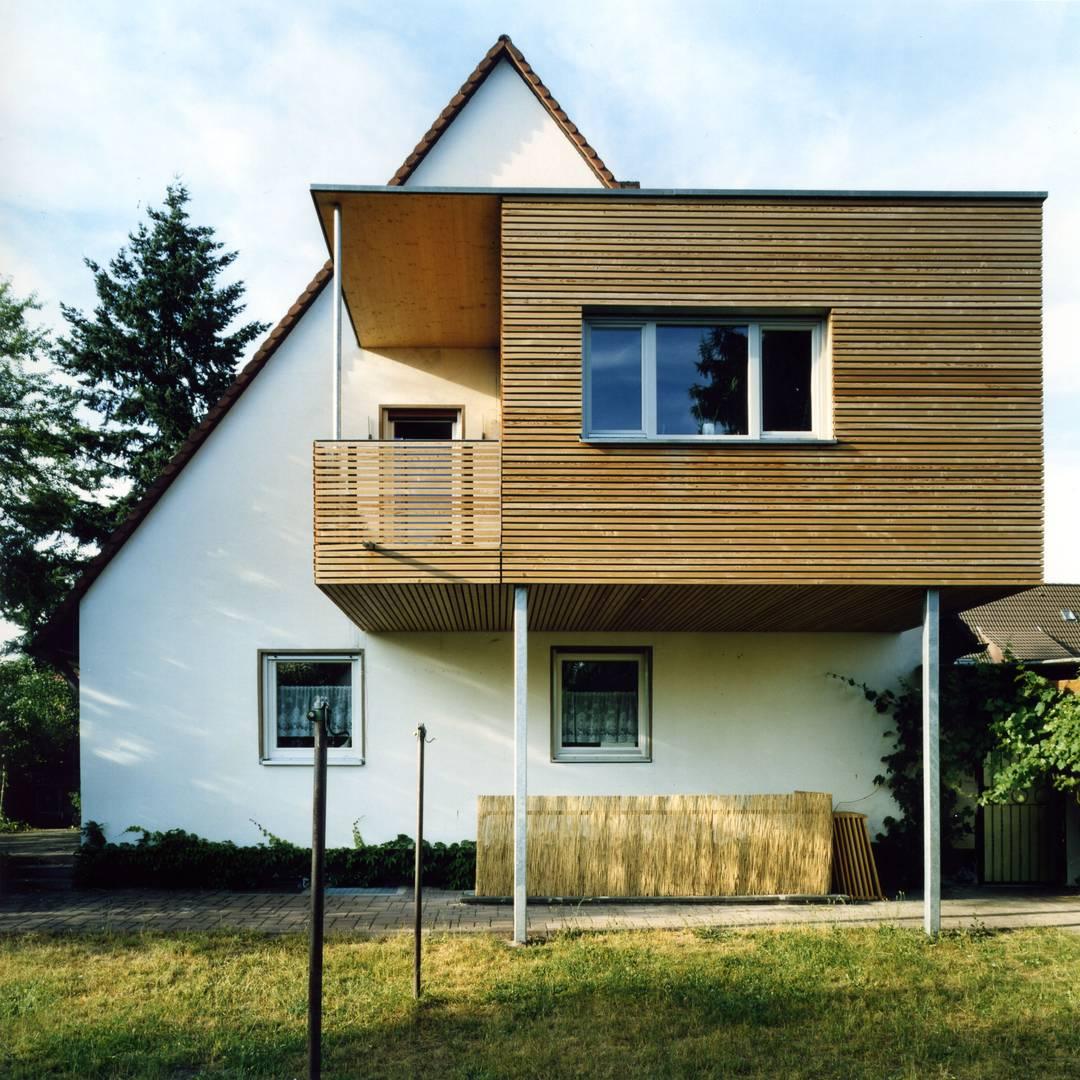 ideen f r einen hausanbau erweiterung einer doppelhaush lfte als vogelnest. Black Bedroom Furniture Sets. Home Design Ideas