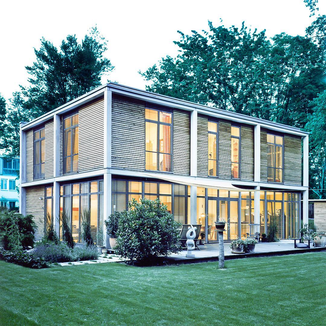 Neubau eines modernen kubus haus im bauhaus stil - Architektur kubus ...