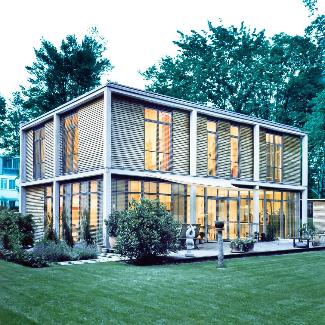 Neubau eines modernen Kubus Haus im bauhaus-Stil